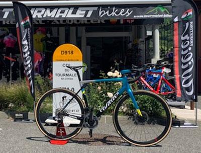 vélo devant magasin